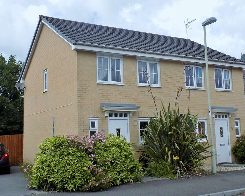 2 Bedrooms Semi Detached House for sale in Clos Tyn Y Coed , Sarn, Bridgend. CF32 9PQ