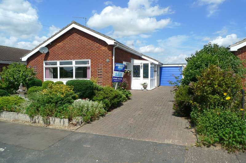 3 Bedrooms Detached Bungalow for sale in Fishley View, Acle, Norwich, NR13