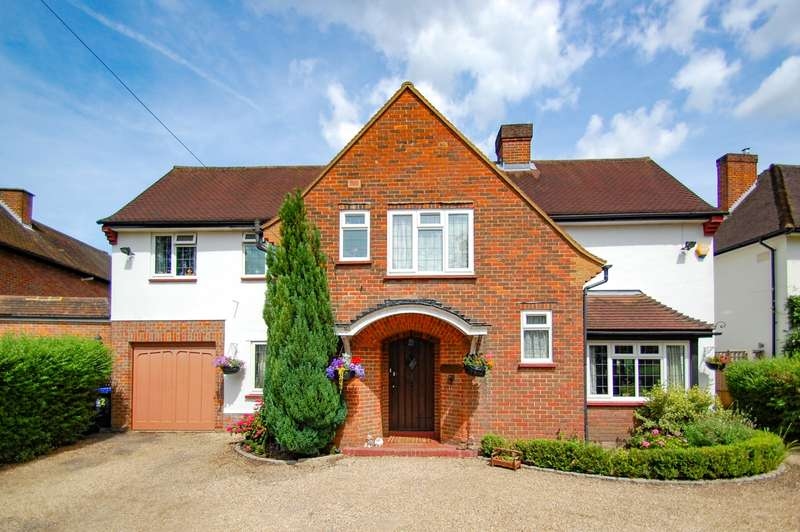 4 Bedrooms Detached House for sale in Dukes Wood Avenue, Gerrards Cross, SL9