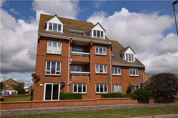 2 Bedrooms Flat for sale in Benbow Avenue, EASTBOURNE, East Sussex, BN23 6EB