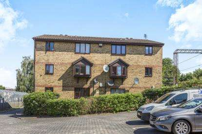 2 Bedrooms Flat for sale in 3 Stocksfield Road, London