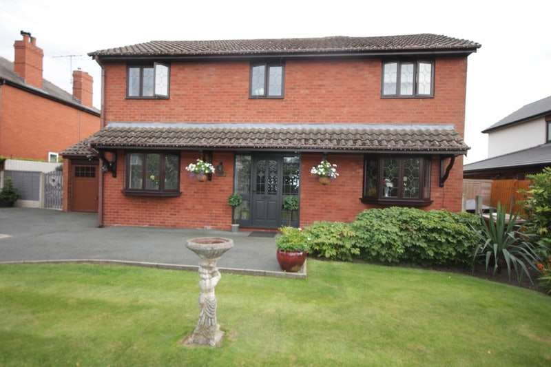 4 Bedrooms Detached House for sale in Fox Lane, Leyland, Lancashire, PR25