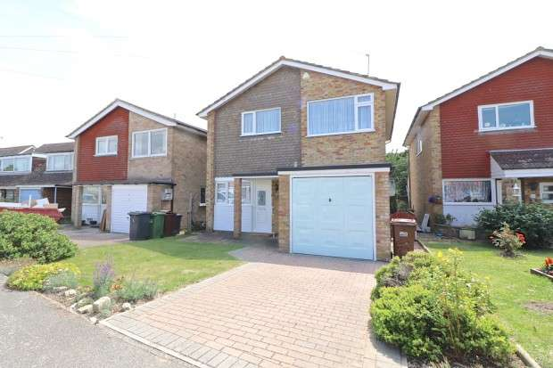 3 Bedrooms Detached House for sale in Manor Way, Polegate, BN26