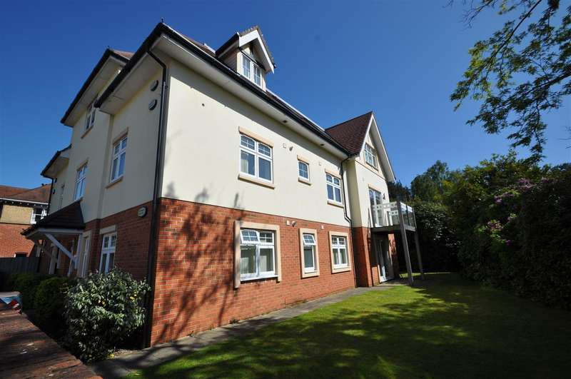 2 Bedrooms Apartment Flat for sale in Lower Parkstone