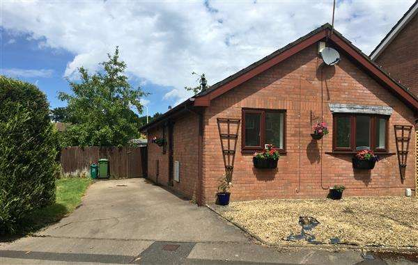 2 Bedrooms Bungalow for sale in Glan-y-Ffordd, Taffs well