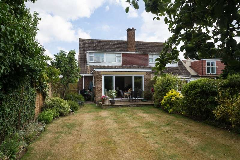 4 Bedrooms Semi Detached House for sale in Fairfield Approach, Wraysbury, TW19