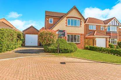 3 Bedrooms Detached House for sale in Lodge Wood Close, Chorley, Lancashire, PR7