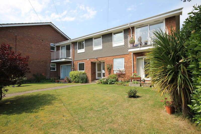 2 Bedrooms Ground Flat for sale in Freshwater Bay, Isle of Wight