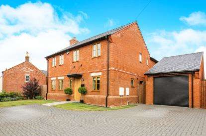 4 Bedrooms Detached House for sale in Church Road, Pulloxhill, Bedford, Bedfordshire