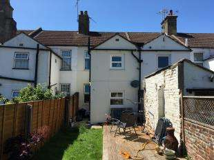 2 Bedrooms Terraced House for sale in Terminus Place, Littlehampton, West Sussex