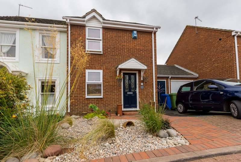 2 Bedrooms Semi Detached House for sale in wadham place, sittingbourne, Kent, ME10