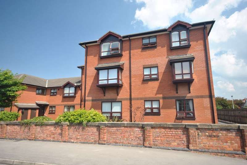 2 Bedrooms Flat for sale in 90 St Andrews Road North, LYTHAM ST ANNES, FY8