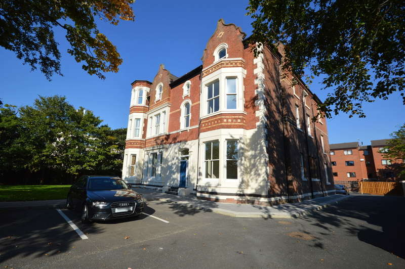 2 Bedrooms Flat for sale in Crosby Road North, Liverpool, L22