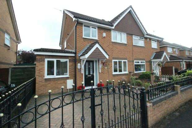 3 Bedrooms Semi Detached House for sale in Marthall Drive, Sale