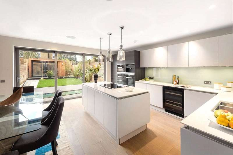 5 Bedrooms Terraced House for sale in Charles Baker Place, London, SW17