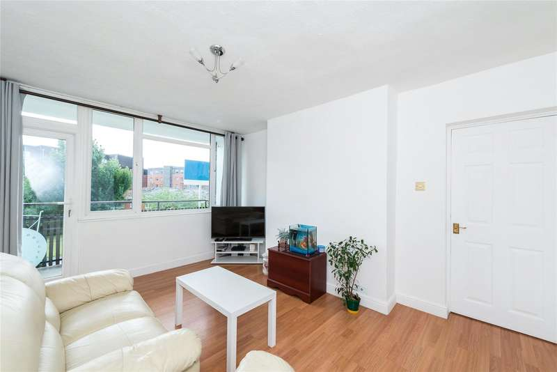 2 Bedrooms Apartment Flat for sale in Strathdon Drive, London