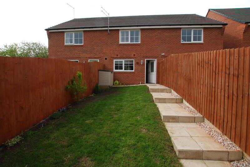 2 Bedrooms Terraced House for sale in Cae Babilon, Higher Kinnerton