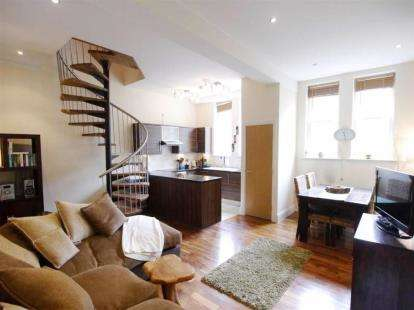 2 Bedrooms Flat for sale in Rodley Hall, 151 Town Street, Rodley, Leeds