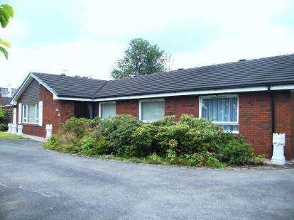 4 Bedrooms Bungalow for sale in Pickmere Lane, Wincham, Northwich, England