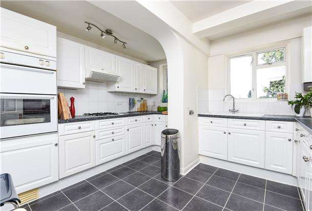 3 Bedrooms End Of Terrace House for sale in Cambridge Road, Mitcham, Surrey, CR4