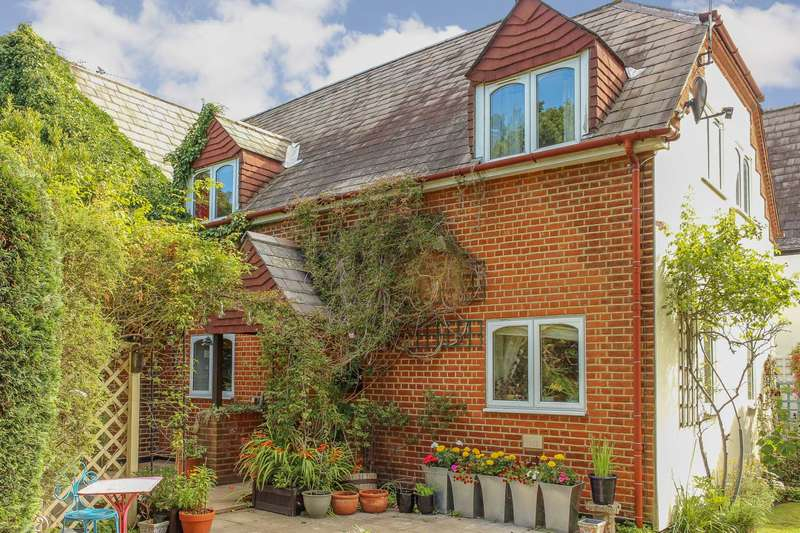 3 Bedrooms Cottage House for sale in Old School Square, Thames Ditton