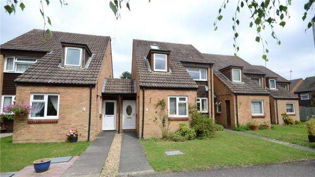 4 Bedrooms Link Detached House for sale in Sandhills Way, Calcot, Reading