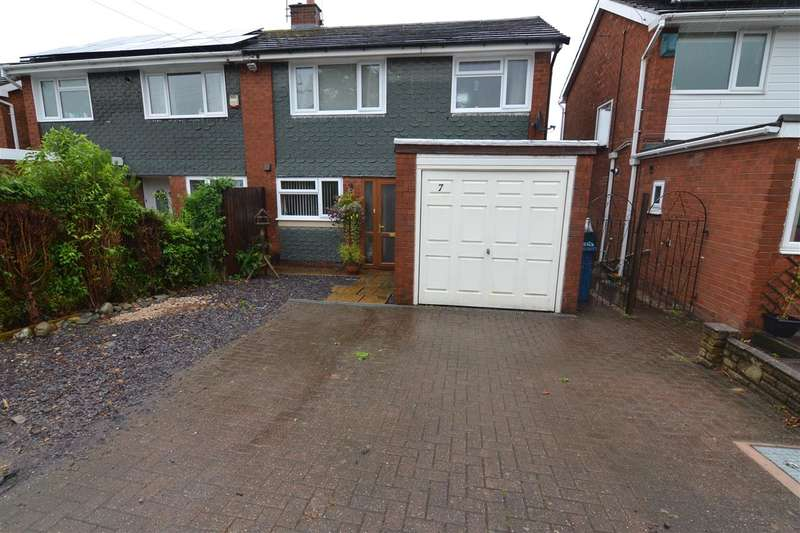 3 Bedrooms Semi Detached House for sale in Norfolk Way, Stafford
