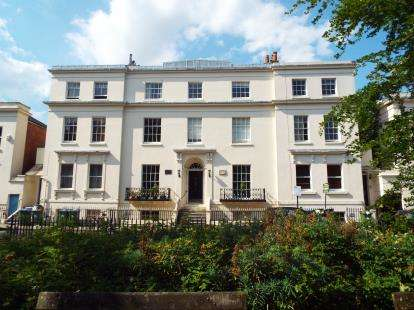 2 Bedrooms Flat for sale in 5 Rockstone Place, Southampton, Hampshire