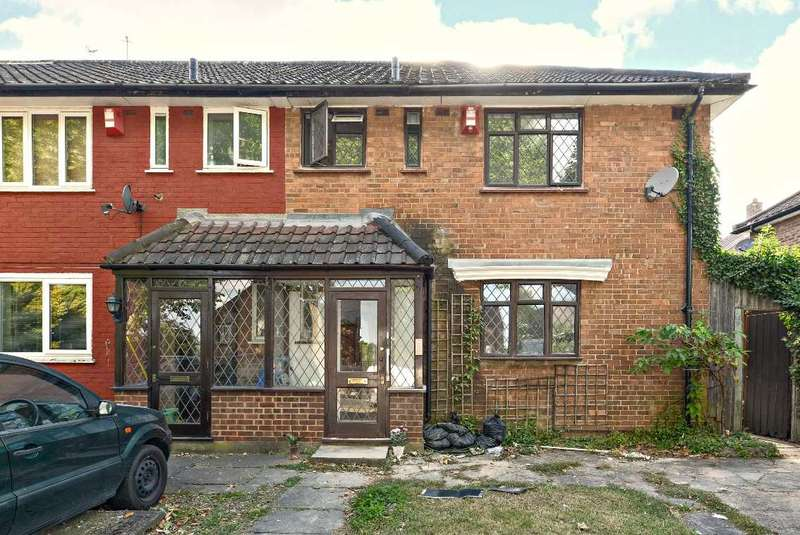 3 Bedrooms Semi Detached House for sale in Somertrees Avenue, Lee