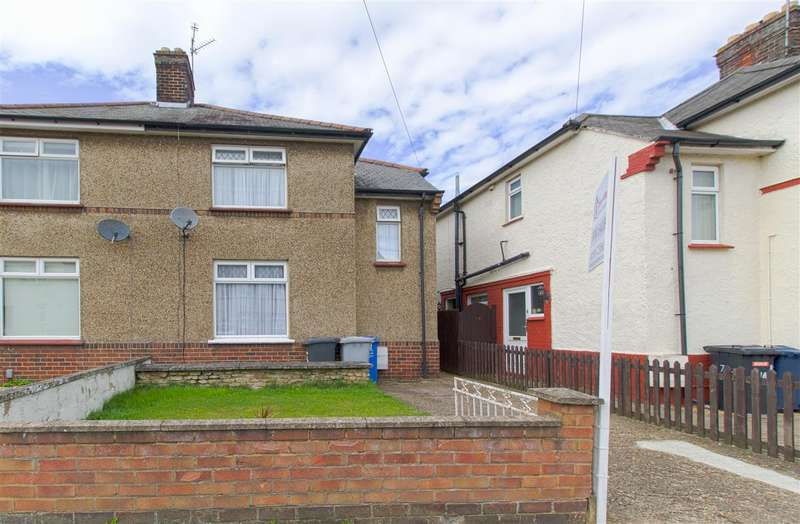 3 Bedrooms Semi Detached House for sale in Pioneer Avenue, Burton Latimer