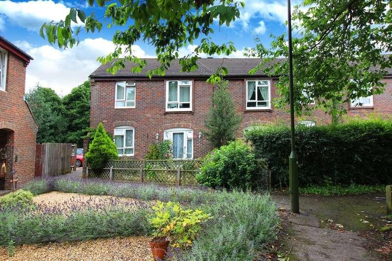 2 Bedrooms Maisonette Flat for sale in Roebuck Close, Horsham
