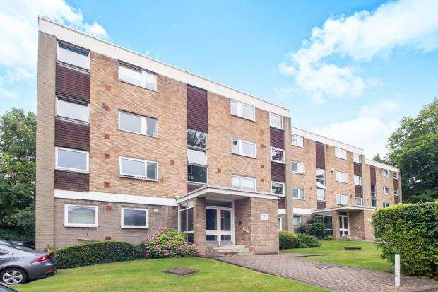 3 Bedrooms Flat for sale in Blackbush Close, Sutton, Surre