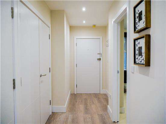 2 Bedrooms Flat for sale in 26-28 Station Road, REDHILL, Surrey, RH1 1PD