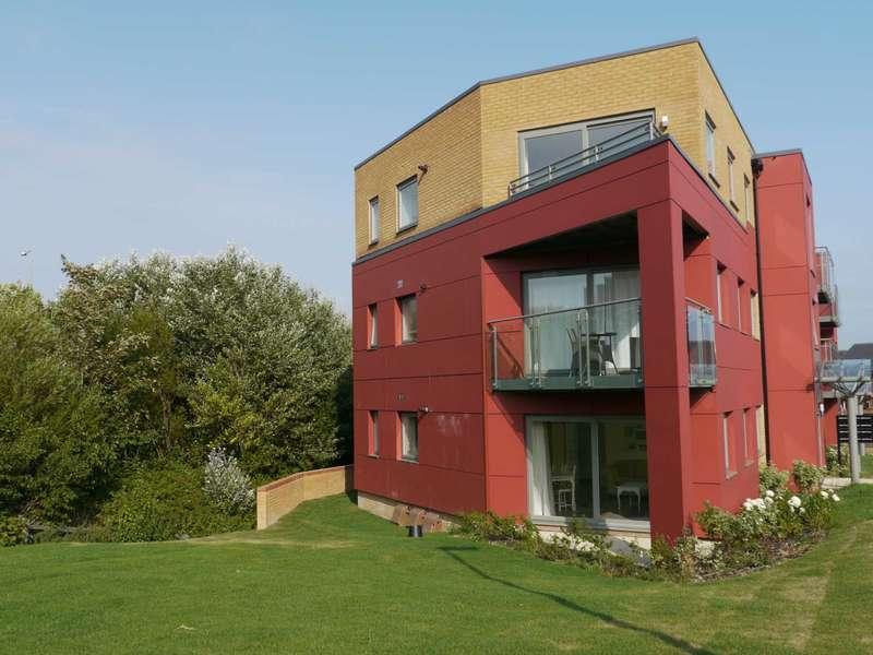 2 Bedrooms Flat for sale in Abingdon Court, Weavers Close, BN21 2BA