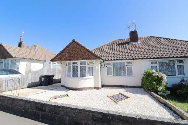 2 Bedrooms Bungalow for sale in Farmlands Way, Polegate, BN26