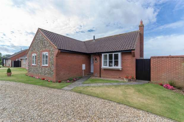 3 Bedrooms Detached Bungalow for sale in Stevens Road, Little Snoring