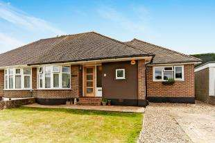 3 Bedrooms Bungalow for sale in Wattendon Road, Kenley, Surrey