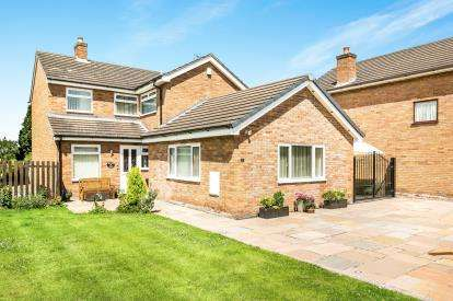 4 Bedrooms Detached House for sale in Rookery Drive, Tattenhall, Chester, Cheshire, CH3