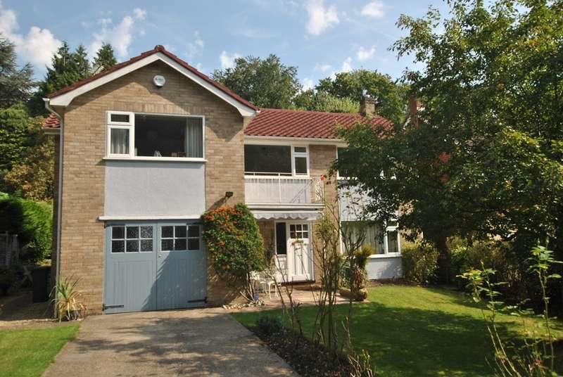 3 Bedrooms Detached House for rent in Caversham Heights