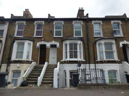 2 Bedrooms Flat for sale in Leyton, London, Uk