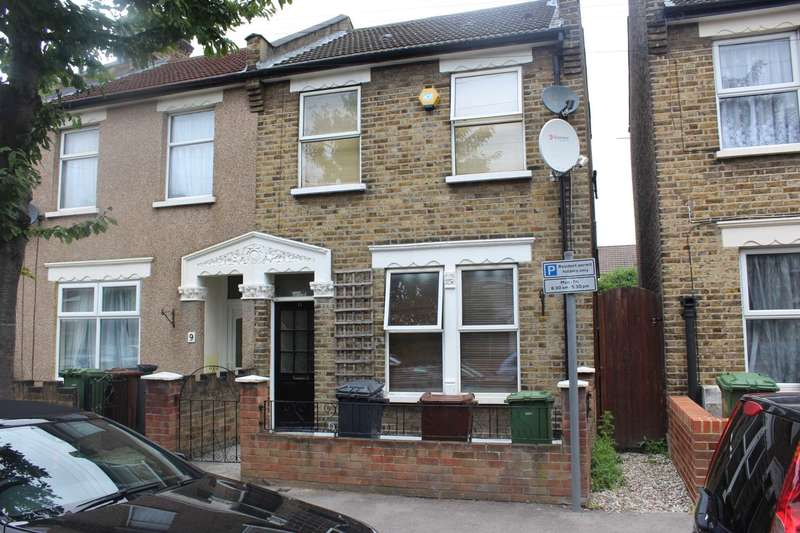 2 Bedrooms Semi Detached House for sale in Heath Road, Romford