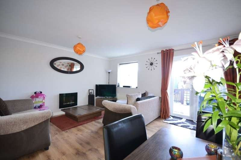 4 Bedrooms Semi Detached House for sale in Pear Tree Drive, Farnworth, Bolton, BL4