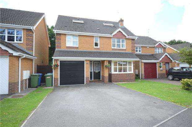5 Bedrooms Detached House for sale in Wisley Gardens, Farnborough, Hampshire