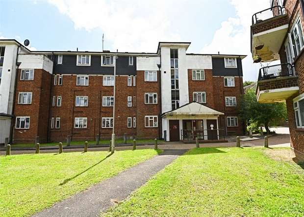 3 Bedrooms Flat for sale in Bouchier House, East Finchley, N2