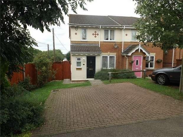 3 Bedrooms Semi Detached House for sale in Radleigh Close, Northampton