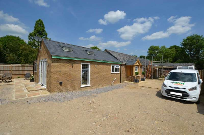 3 Bedrooms Detached Bungalow for sale in Water Lane, Bovingdon HP3