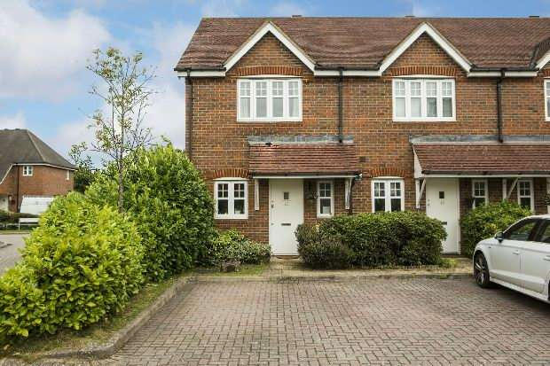 2 Bedrooms End Of Terrace House for sale in Songbird Close Shinfield Reading