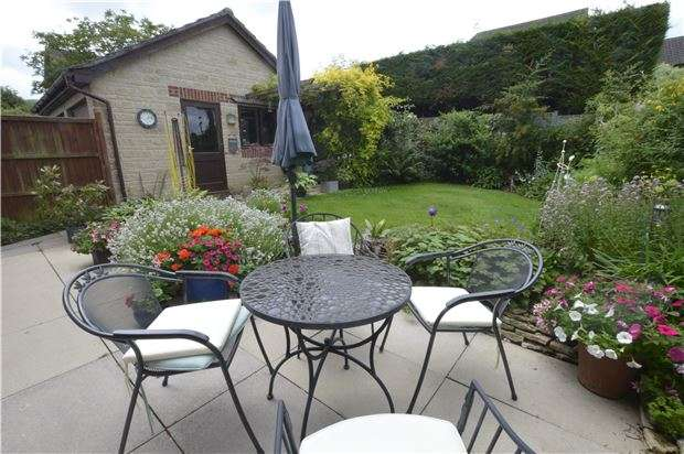 4 Bedrooms Detached House for sale in Borough Close, Kings Stanley, Gloucestershire, GL10 3LJ