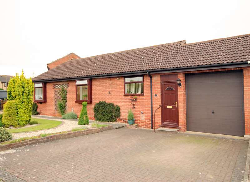 2 Bedrooms Bungalow for sale in Swinsty Court, Rawcliffe, York, YO30 5ZP