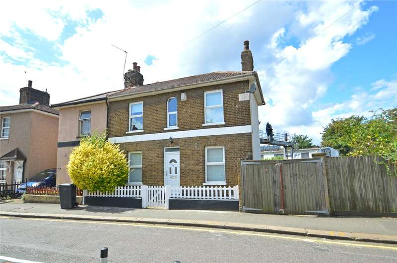 2 Bedrooms Semi Detached House for sale in Cross Road, East Croydon